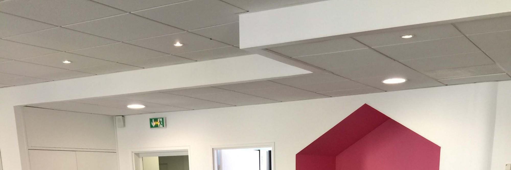 Faux-plafonds et dalles de bureaux pour l'aménagement de locaux